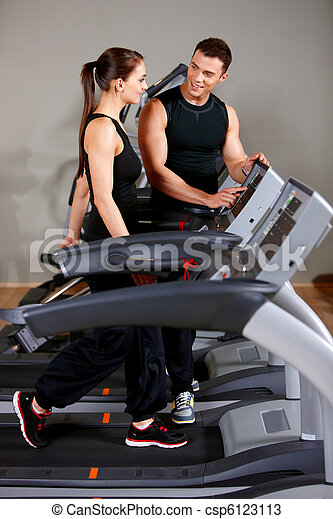 Couple at the gym - csp6123113