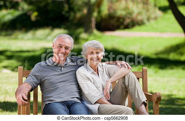 couple, banc, personne agee, séance - csp5662908