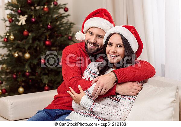 couple, chapeaux, santa, heureux - csp51212183