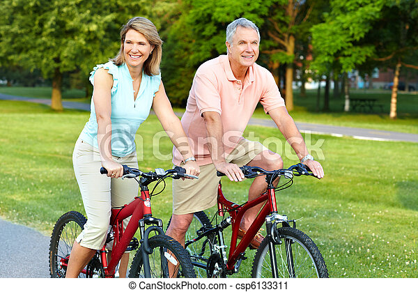 couple, cyclisme, personne agee - csp6133311