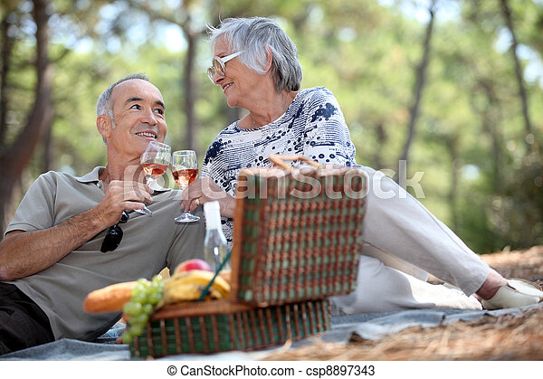 Couple enjoying a picnic together - csp8897343