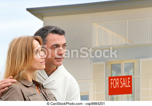 Couple in front of house for sale - csp9984201