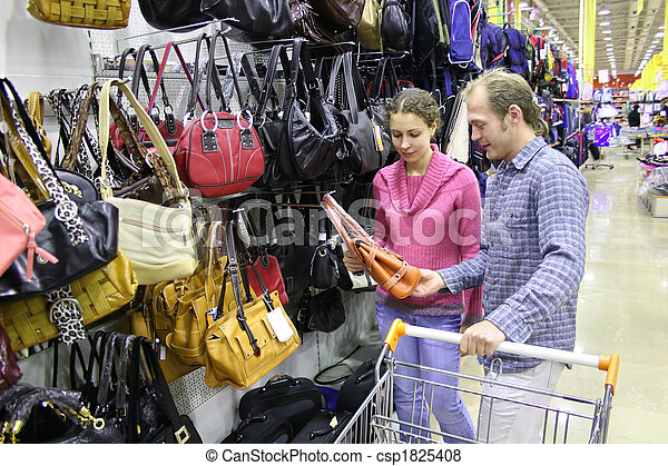 couple in shop - csp1825408