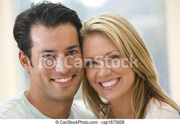 couple, intérieur, sourire - csp1873928