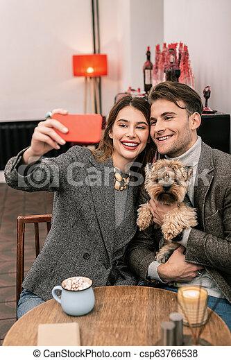 couple, jeune, chien, leur, confection, selfie - csp63766538