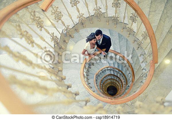 couple, mariés, juste, escalier, spirale - csp18914719