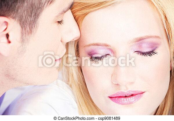 Couple on pillow - csp9081489