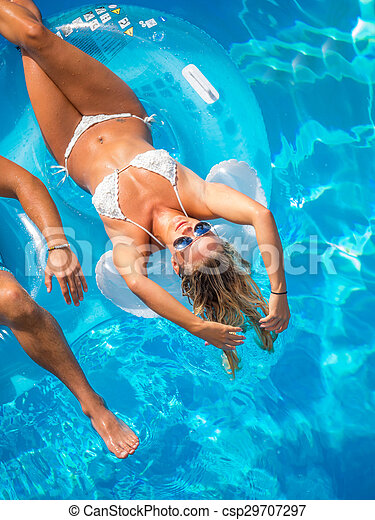 Couple Outside Relaxing In Swimming Pool - csp29707297