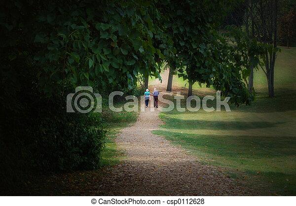 couple, personnes agées, promenade - csp0112628