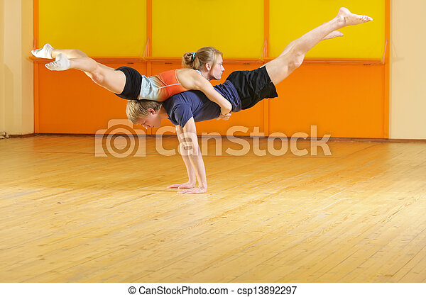 Couple training in gym - csp13892297