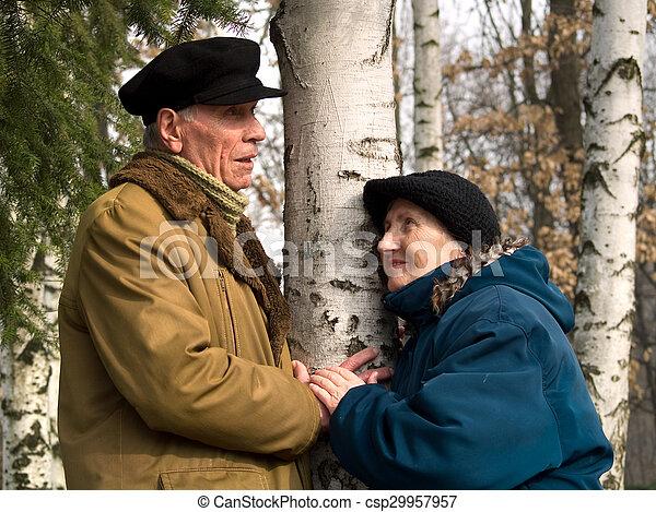 couples aînés - csp29957957
