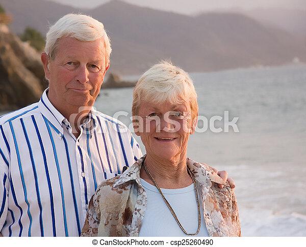 couples aînés - csp25260490