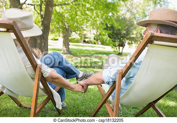 couples mûrs, parc, chaises, pont, séance - csp18132205