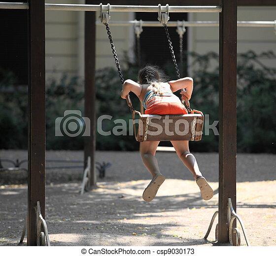 cour de récréation, petite fille, balançoire - csp9030173
