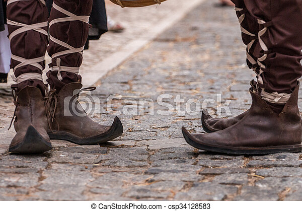 chaussures pointues moyen age