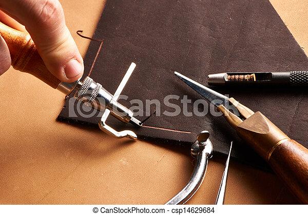 couro, crafting, ferramentas - csp14629684