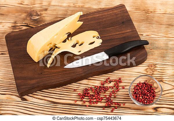 couteau fromage, planche, coupé, bois, découpage - csp75443674