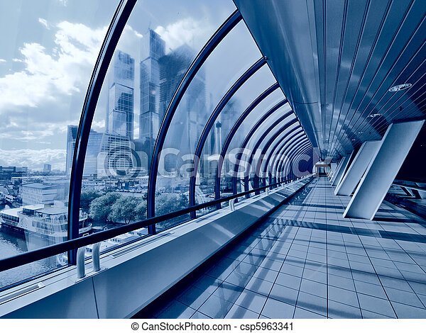 couvert moderne passerelle pont gratte ciel ville photographie de stock rechercher. Black Bedroom Furniture Sets. Home Design Ideas