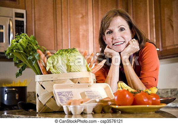 cozinha, fresco, mulher, maduras, ingredientes - csp3576121