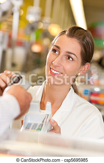 crédito, levando, caixa, cartão, supermercado - csp5695985