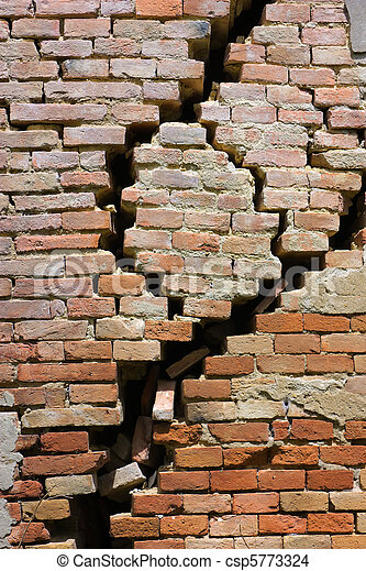 cracked wall - csp5773324