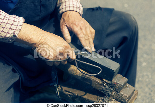 craftsman sharpen scissor with whetstone - csp28327071