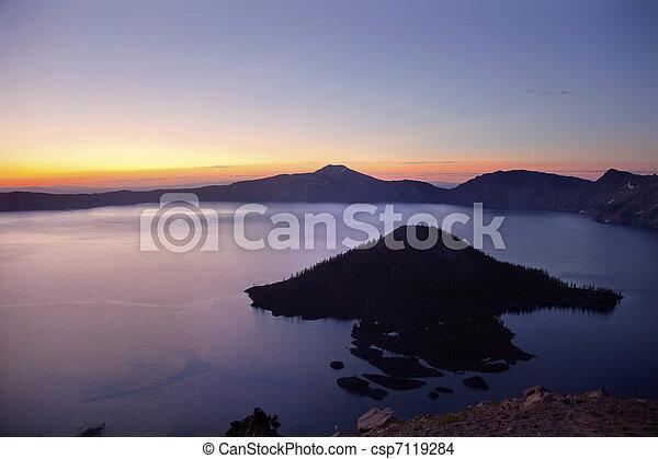 Crater Lake Wizard Island Sunrise Oregon - csp7119284
