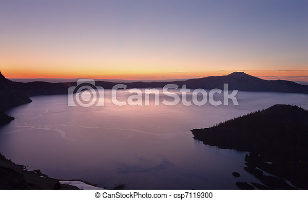 Crater Lake Wizard Island Sunrise Oregon - csp7119300