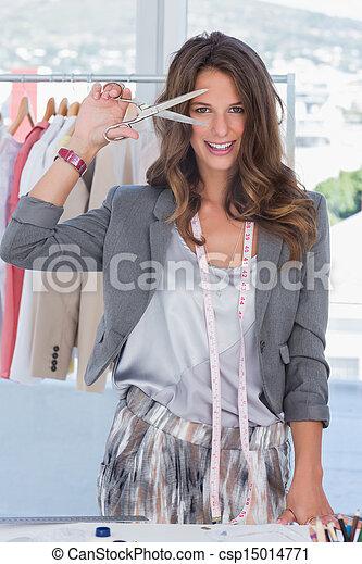 Diseño creativo de moda mirando la cámara - csp15014771