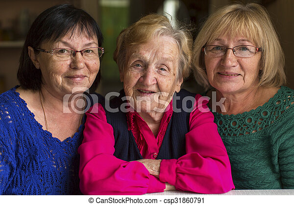 Una anciana con hijas mayores. - csp31860791