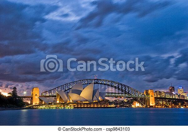 El crepúsculo del puerto de Sydney - csp9843103