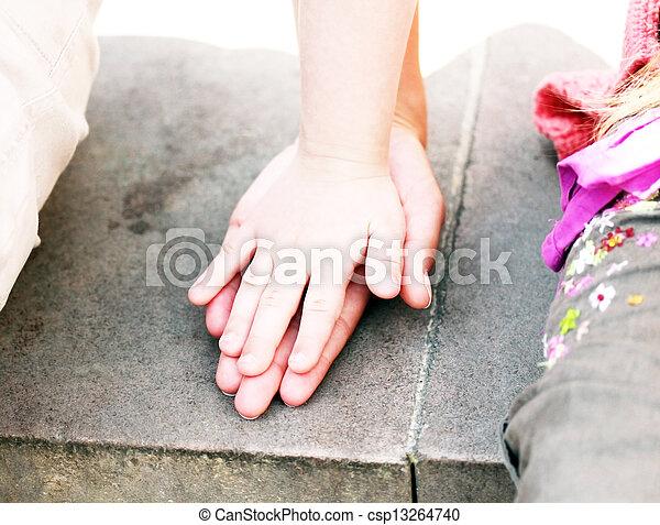 criança, mãe, junto, mãos - csp13264740