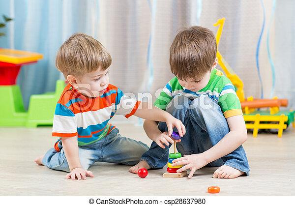 crianças, ittle, tocando, brinquedos - csp28637980