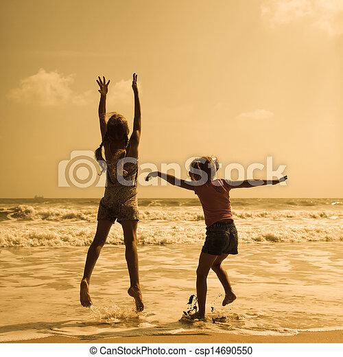 crianças, praia, dois, pular, feliz - csp14690550