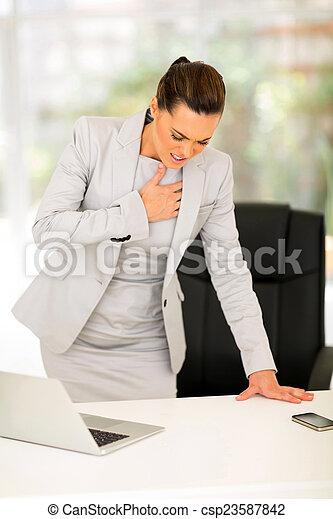 crise cardiaque, avoir, jeune, femme affaires - csp23587842