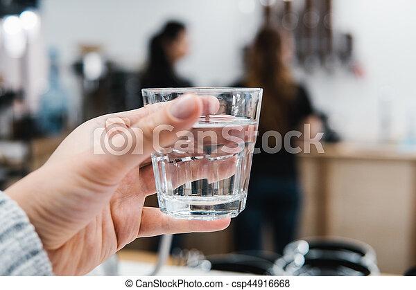Un vaso de agua en la mano - csp44916668