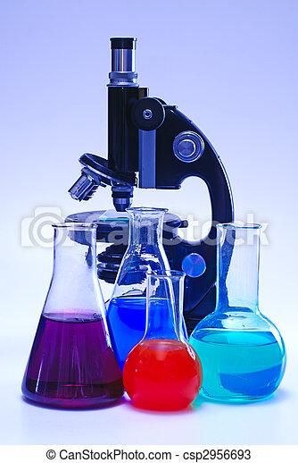 Qu mico cristaler a laboratorio microscopio fotos de for Laboratorio con alloggi