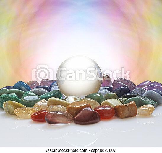Bola de cristal y cristales curativos - csp40827607
