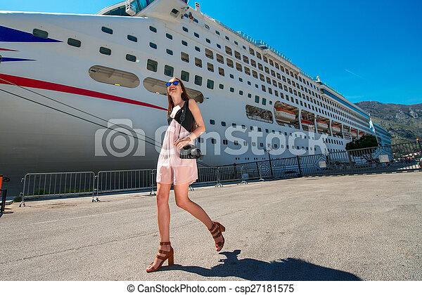 croisière, grand, femme, touriste, paquebot - csp27181575