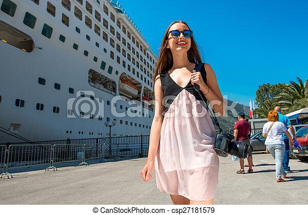 croisière, grand, femme, touriste, paquebot - csp27181579