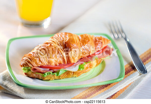 croissant sandwich - csp22115613