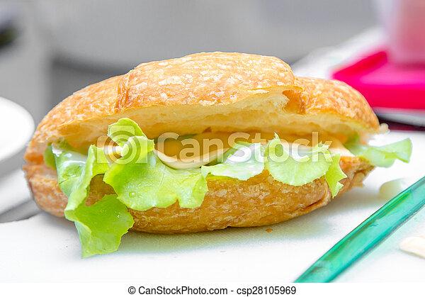 croissant sandwich - csp28105969