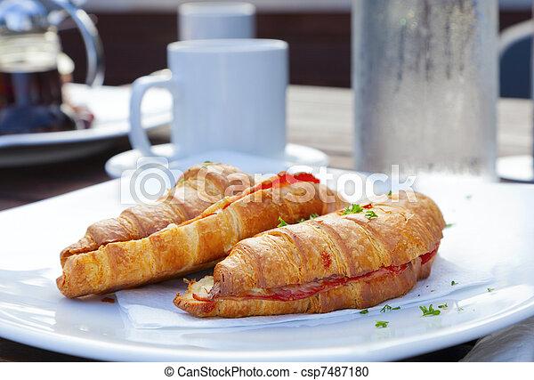 Croissant sandwich - csp7487180