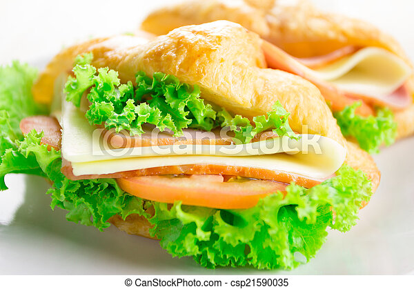 croissant sandwich - csp21590035