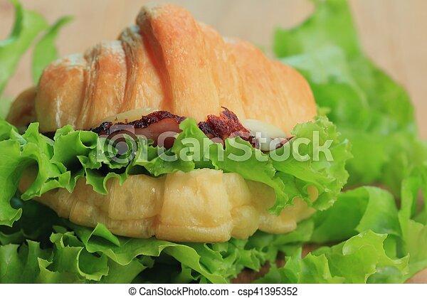 Croissant - csp41395352