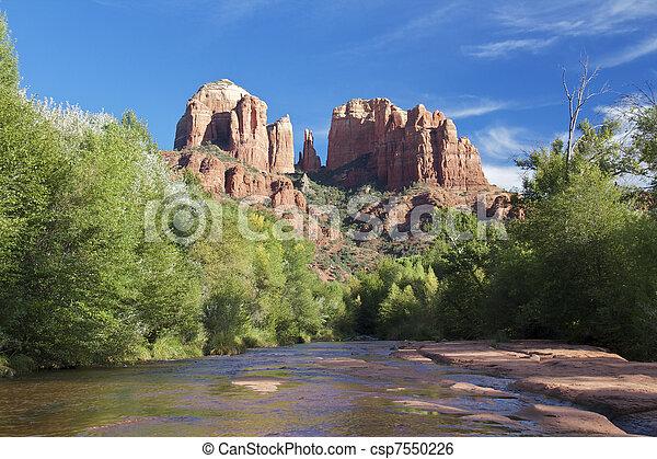 cruce, catedral, roca roja - csp7550226