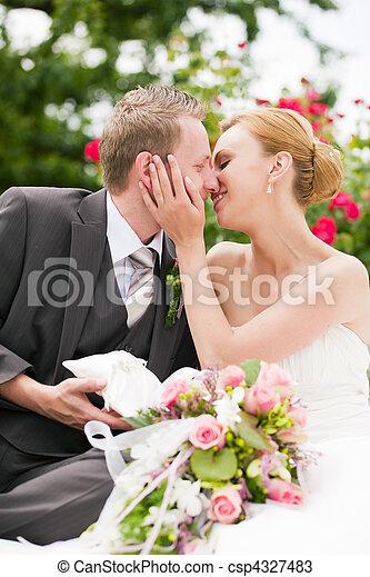 csókolózás, -, liget, esküvő - csp4327483