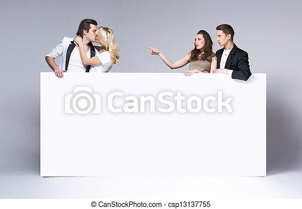 csókolózás, párosít, barátok, meglepődött, bámuló - csp13137755