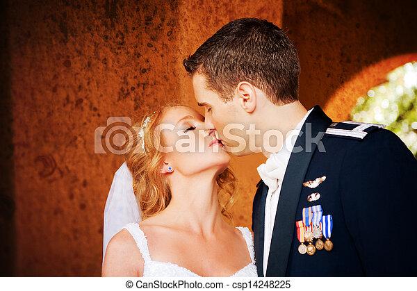 csókolózás, párosít, newlywed - csp14248225
