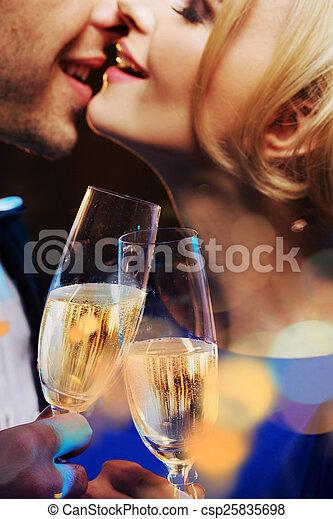 csókolózás, párosít, pezsgő, ivás, fiatal - csp25835698